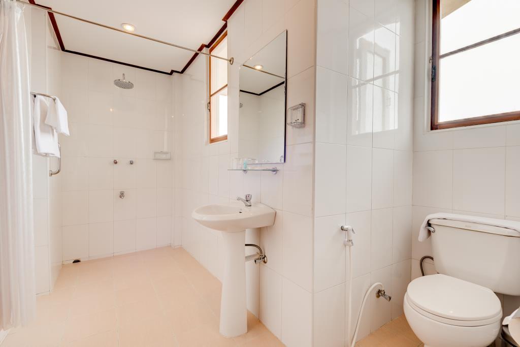 c39ca-winner-inn-bathroom.jpg
