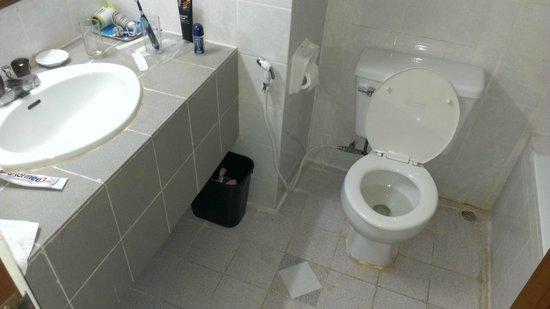 c587b-orchid-hotel.-Face-washig.jpg