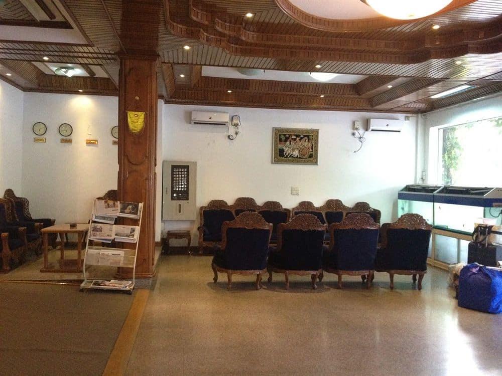 cb63a-Royal-White-Elephant-lobby.jpg