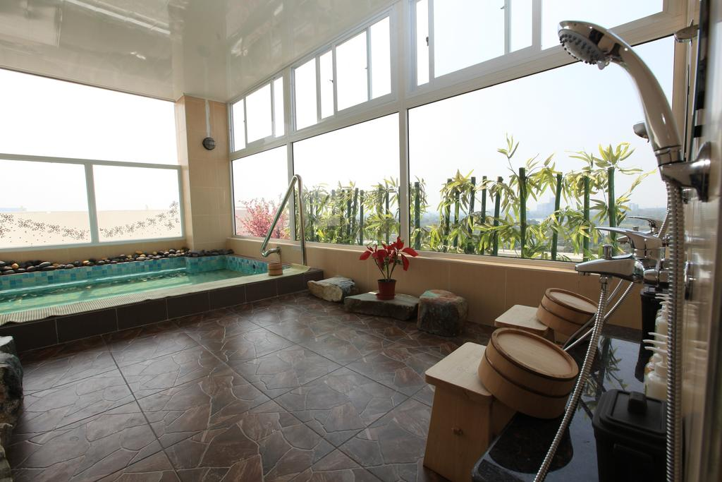 ce6b2-Supwer-Hotel-Swimming-room.jpg