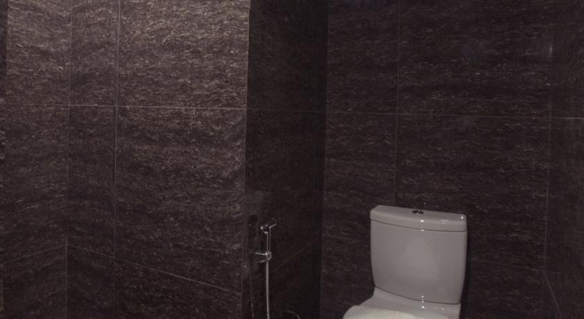 d2b6d-Hotel-Pyi-Thar-Yar-Shower.jpg