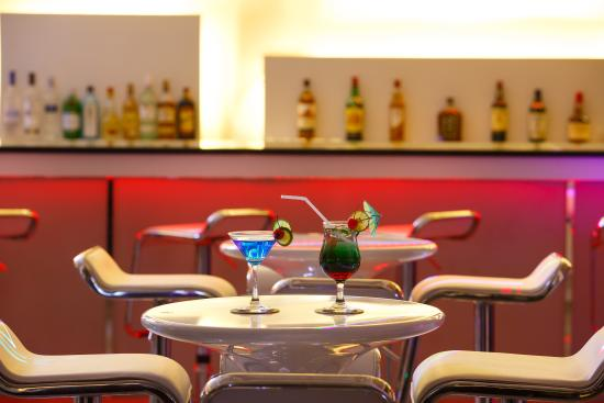 e8b13-Jasmine-Palcepool-bar.jpg