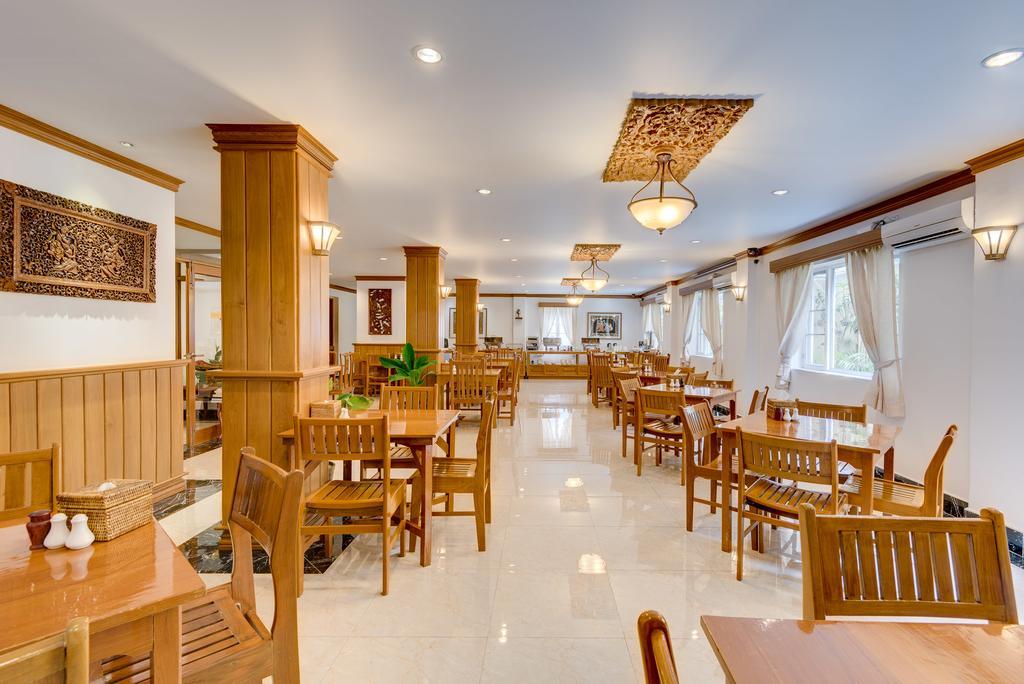 ede20-winner-inn-dinning-room.jpg