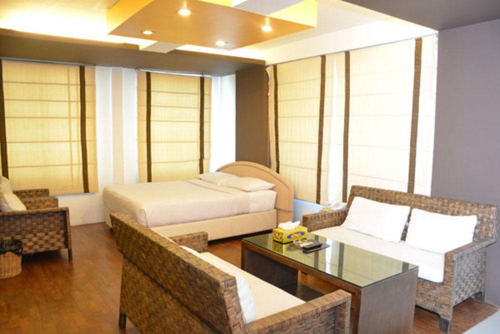 efdf8-hotel-phoe-sein-room-3.jpg