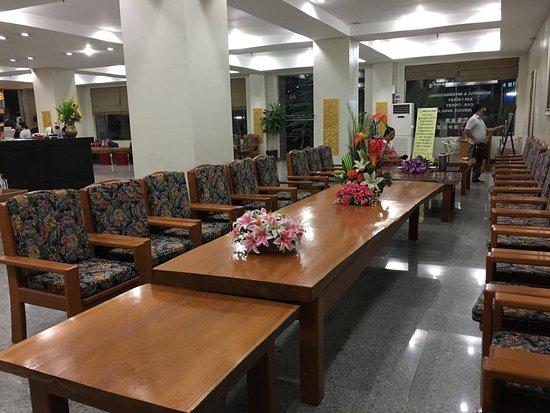f3e1f-shwe-phyu-hotel-mdl-lobby.jpg